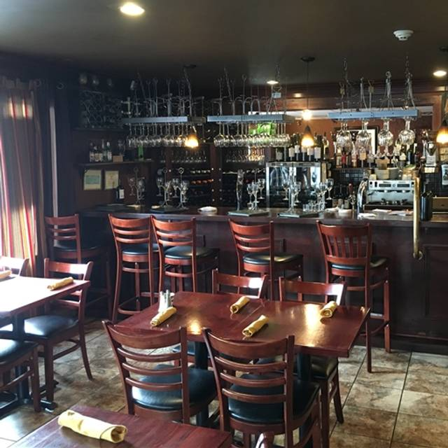 Ballou's Restaurant & Wine Bar - Guilford, Guilford, CT