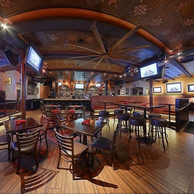 Dining Room Tables San Diego: Henry's Pub Restaurant - San Diego, CA