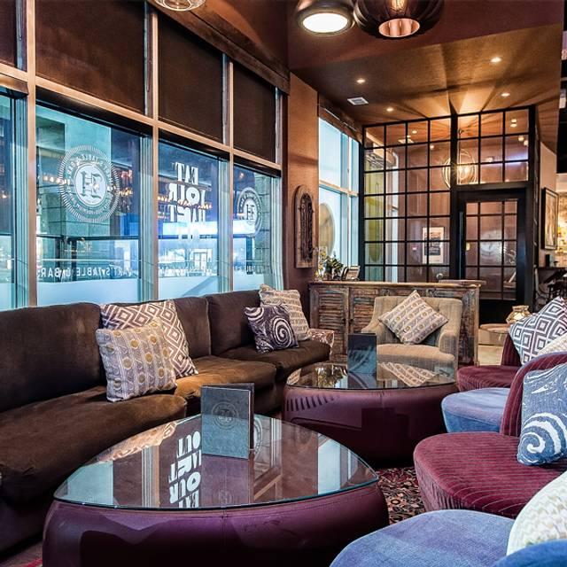 Hart's Table & Bar, Edmonton, AB