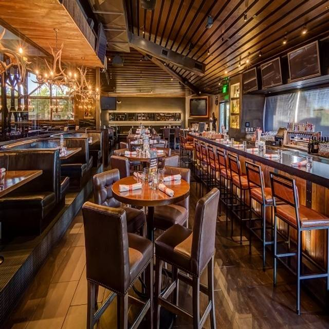 Earls Kitchen + Bar - Park Meadows, Lone Tree, CO