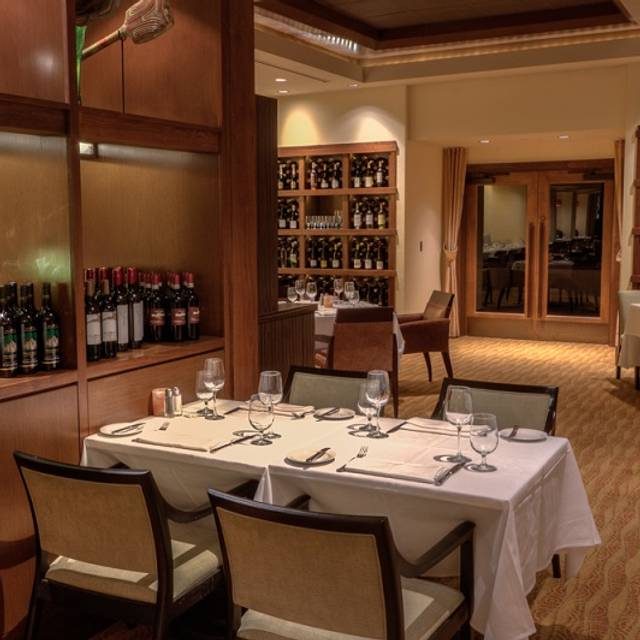 Dining Room Scene - Farraddays Steakhouse – Isle Casino Racing Pompano Park, Pompano Beach, FL