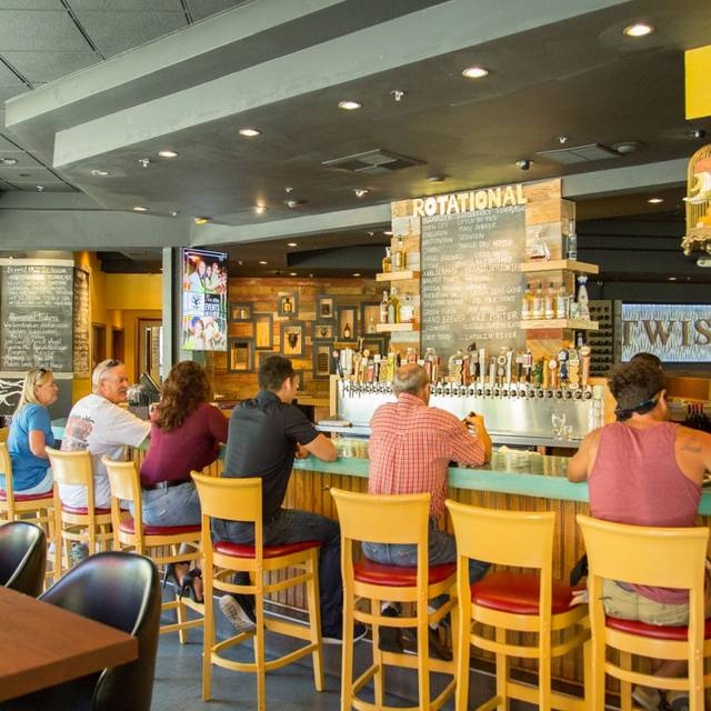 Bar - Twisted Oak Tavern, Agoura Hills, CA