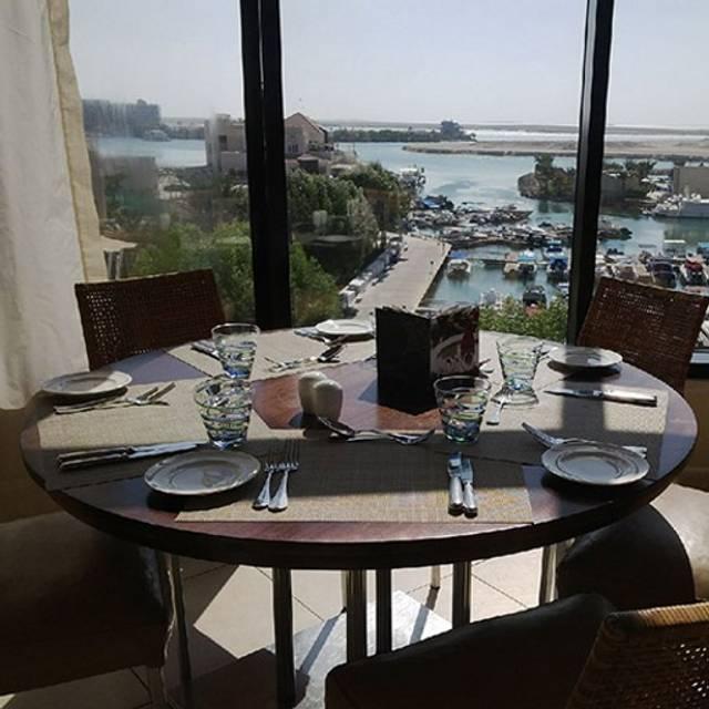 Selections restaurant intercontinental abu dhabi abu for Ristorante cipriani abu dhabi