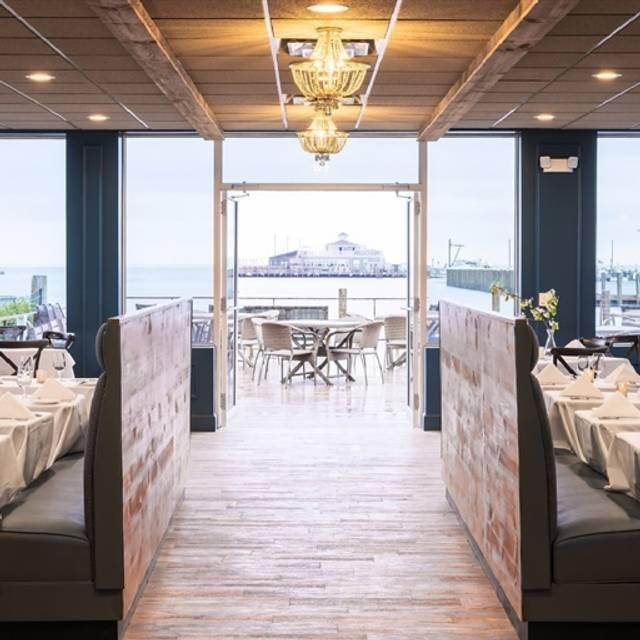 Lakehouse Restaurant Bayshore Ny