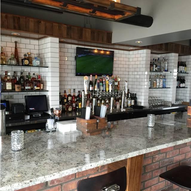 Bar - The Waterfront Restaurant & Lounge, Wyandotte, MI
