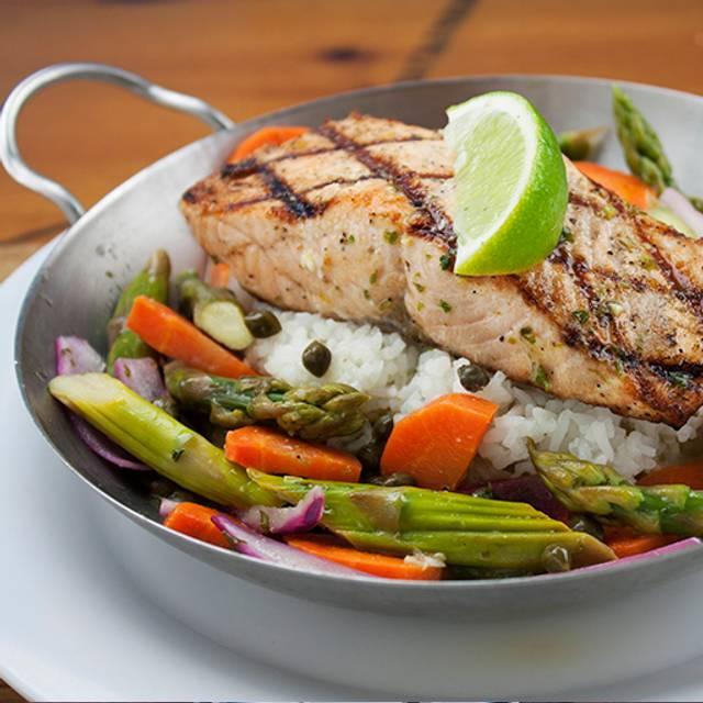 Salmon & Veggie Skillet - Bubba Gump Shrimp - Cancún, Cancún, ROO