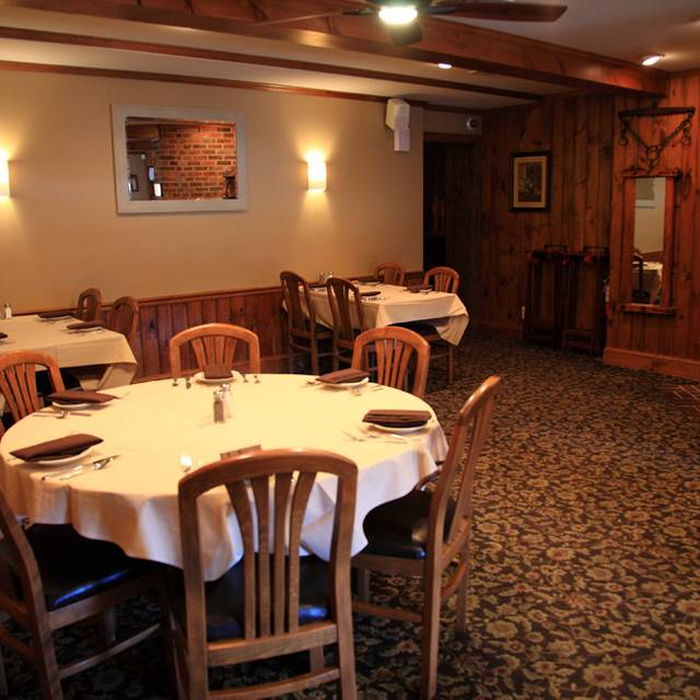 Dining Area 1 - Franklinville Inn, Franklinville, NJ