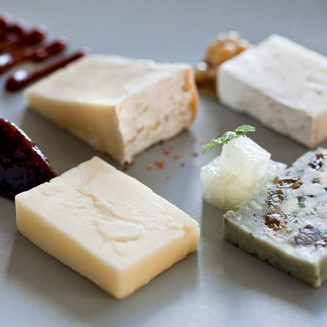 Farmstead Midwestern Cheeses - Everest, Chicago, IL
