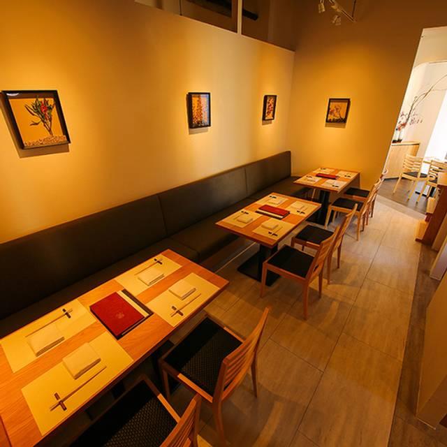 Interior - Tables - 金蔦 銀座店, 中央区, 東京都