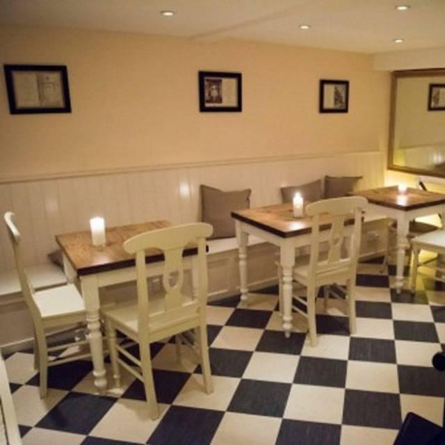 New Moon Cafe, Bristol