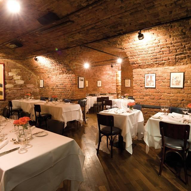 palastbar restaurant im tigerpalast restaurant frankfurt. Black Bedroom Furniture Sets. Home Design Ideas