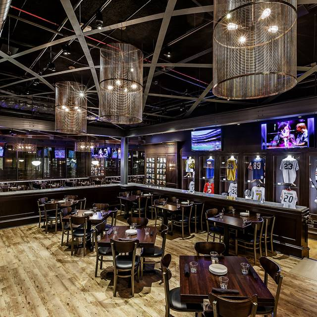Harry caray 39 s 7th inning stretch chicago il opentable for 0pen table chicago