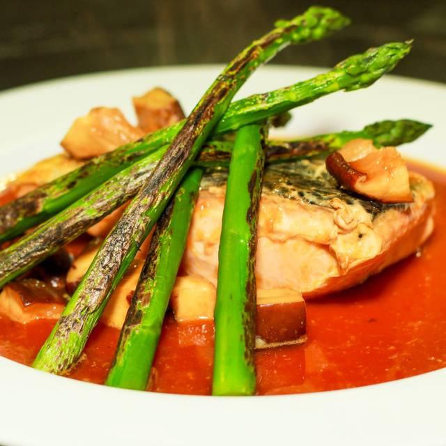 Salmon Caramelizado - Tony's Asian Bistro, Acapulco, GRO