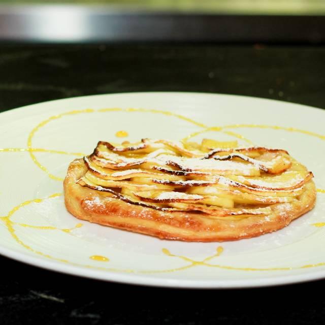 Tarta De Manzana - Tony's Asian Bistro, Acapulco, GRO