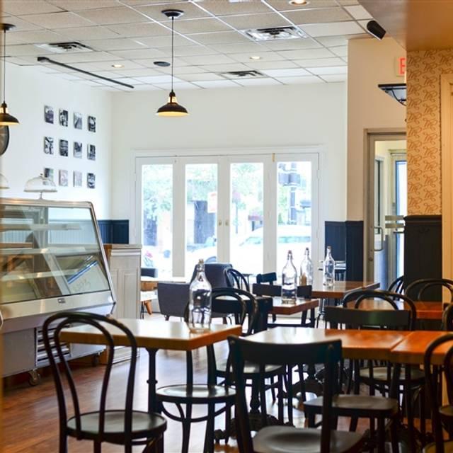 Maison Parisienne - French Café, Chicago, IL