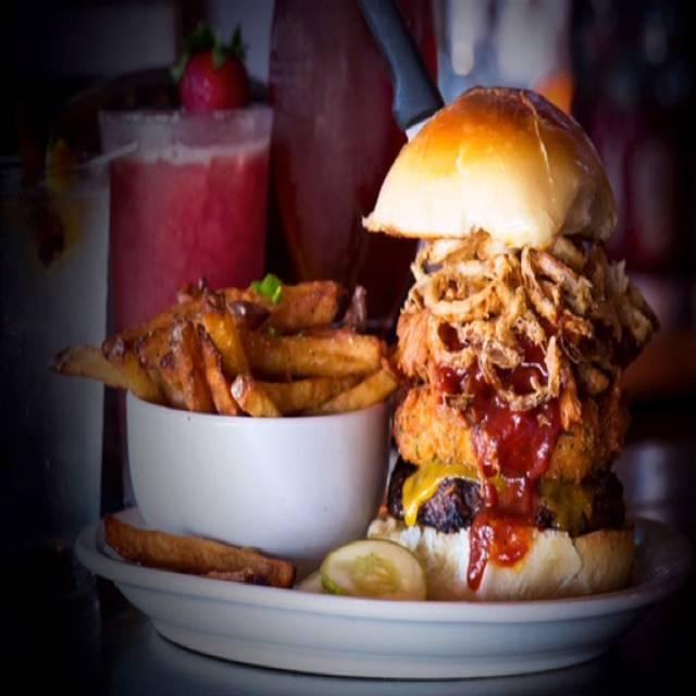 Clutch Kitchen & Sports Bar Restaurant