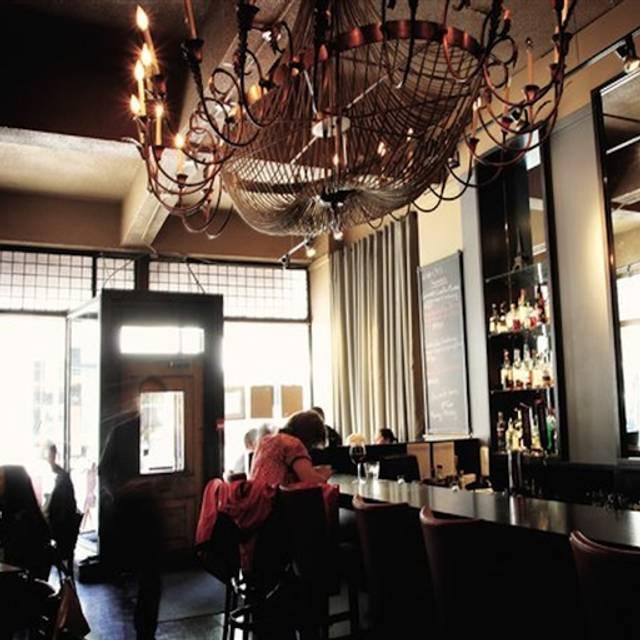 Wine-Ohs Bistro, Calgary, AB