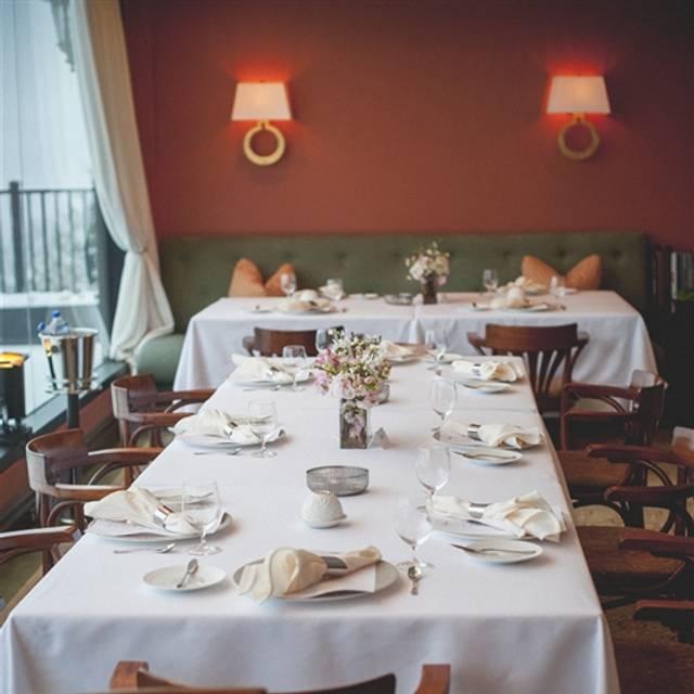Restaurant Latour, Hardyston, NJ
