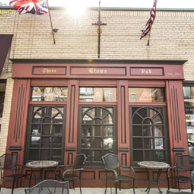 Three lions pub shorewood wi opentable for Sala milwaukee