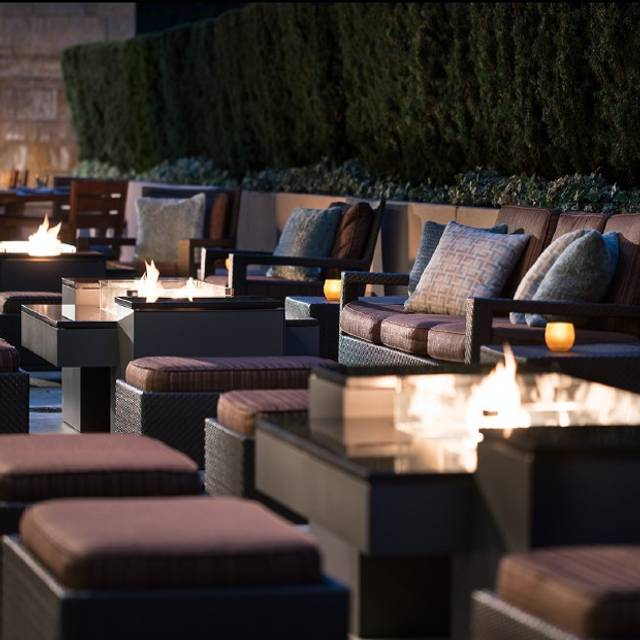 Quattro Fire Table - Quattro Restaurant and Bar - Four Seasons Hotel, East Palo Alto, CA