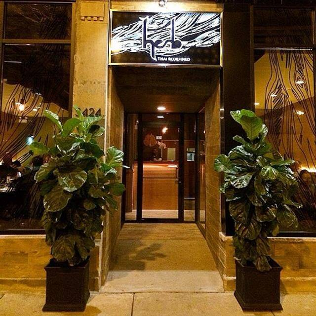 Herb chicago il opentable for Table 52 chicago dress code
