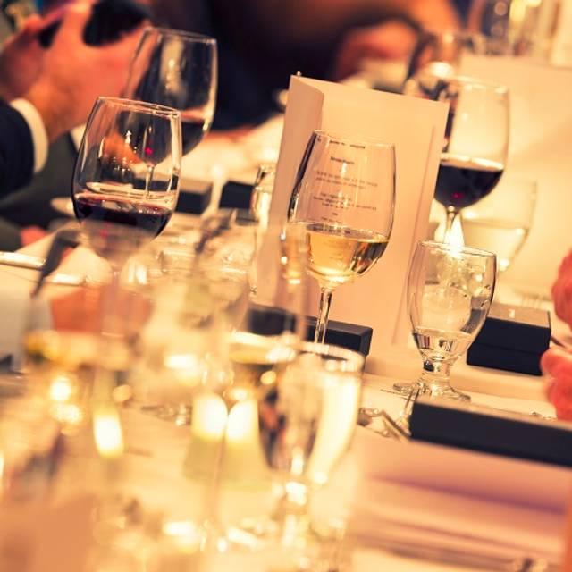 Dining Table - Shula's Steak House - Hilton Richmond Hotel & Spa, Richmond, VA
