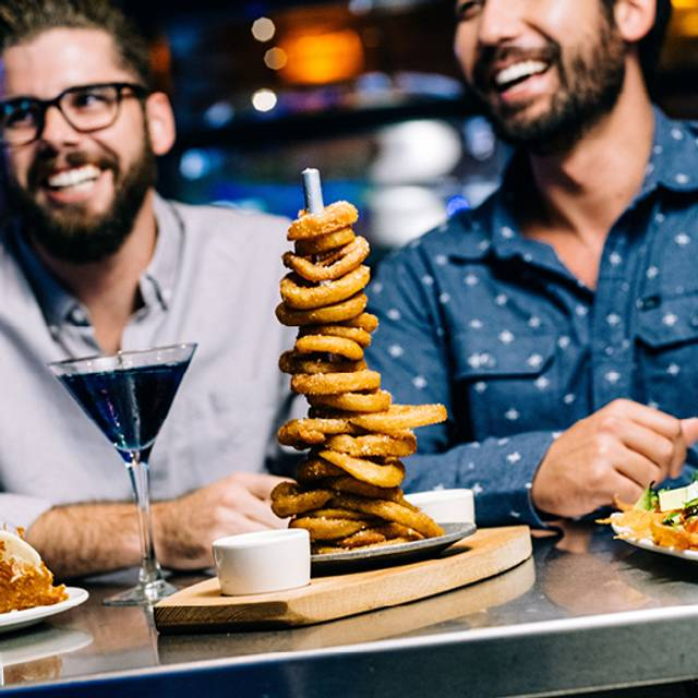 Onion Ring Tower - Yard House - NewCity at Lincoln Park, Chicago, IL