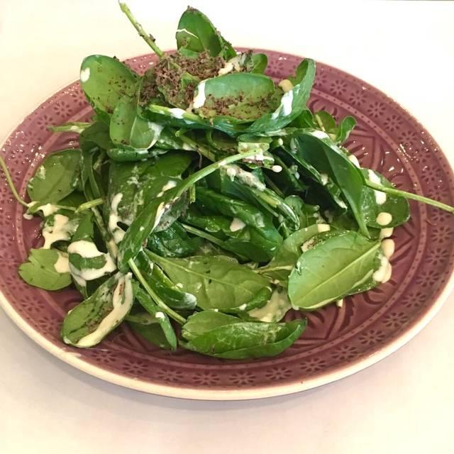 Babyspinat Salat mit Trüffel - Shan's Kitchen, Berlin