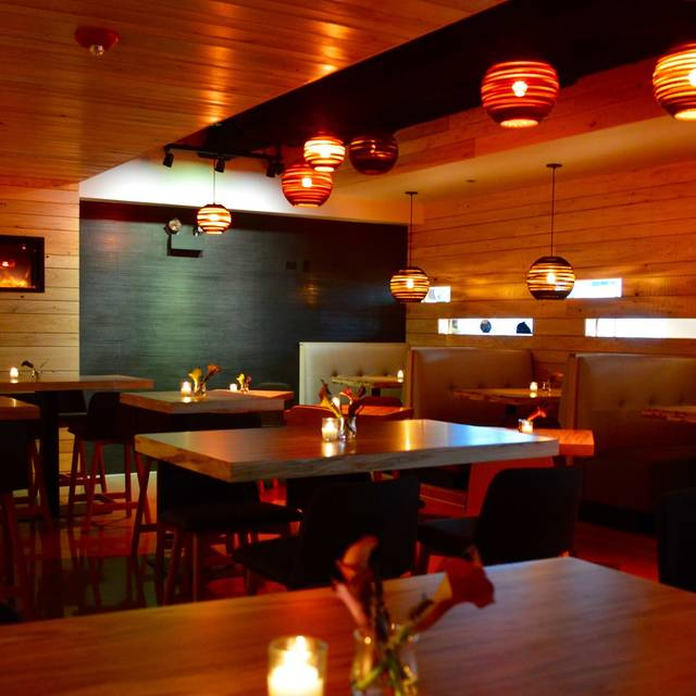 Tiny tavern on navy pier chicago il opentable for 0pen table chicago