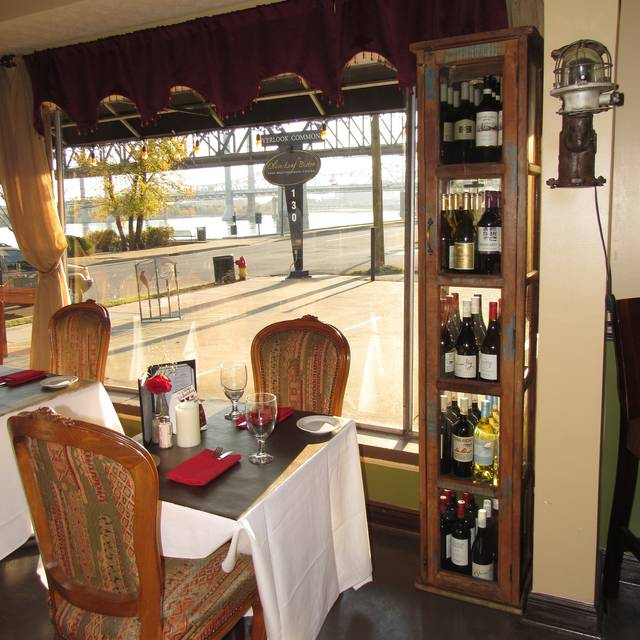 Dining Room - Olive Leaf Bistro, Jeffersonville, IN