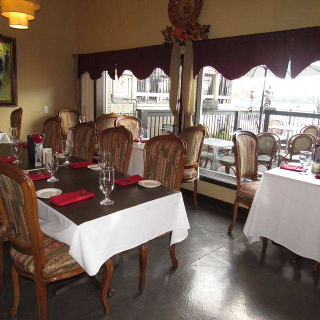 Private Room - Olive Leaf Bistro, Jeffersonville, IN
