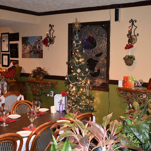 Holiday Pic - Olive Leaf Bistro, Jeffersonville, IN