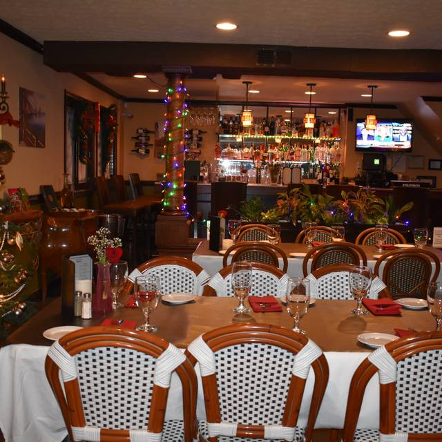 Cozy Holiday Dining - Olive Leaf Bistro, Jeffersonville, IN