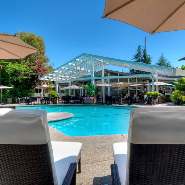 Outdoor Dining - Dinah's Poolside Restaurant, Palo Alto, CA