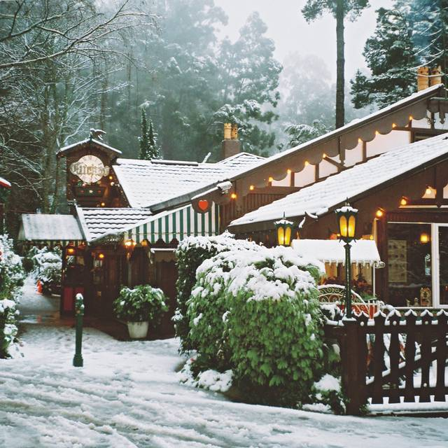 The Cuckoo in winter with a frosting of snow - Cuckoo Restaurant, Olinda, AU-VIC