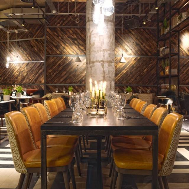 The refinery spinningfields restaurant manchester for Best private dining rooms manchester