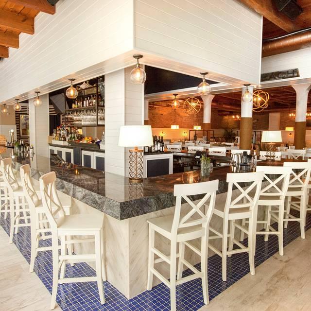 The Hampton Social Restaurant