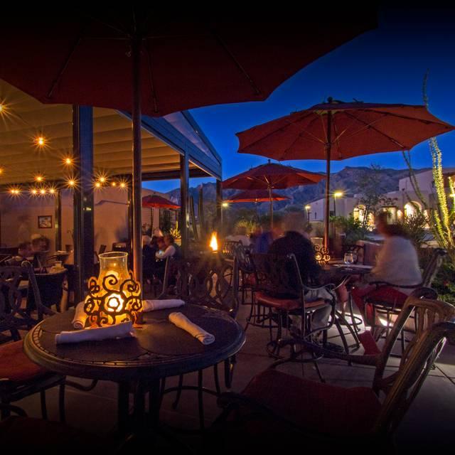 Terraza Garden Patio Lounge At The Hacienda Del Sol