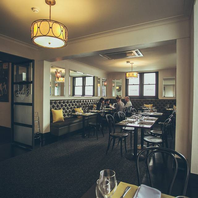 Welcome Hotel Dining Room Rozelle Au Nsw Opentable