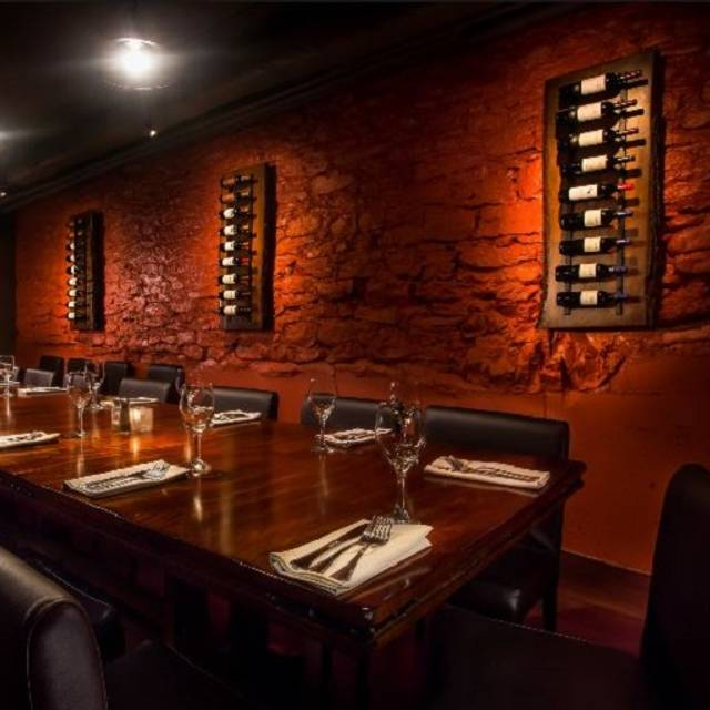 Hobart 39 s steakhouse peterborough peterborough on for Best private dining rooms hobart