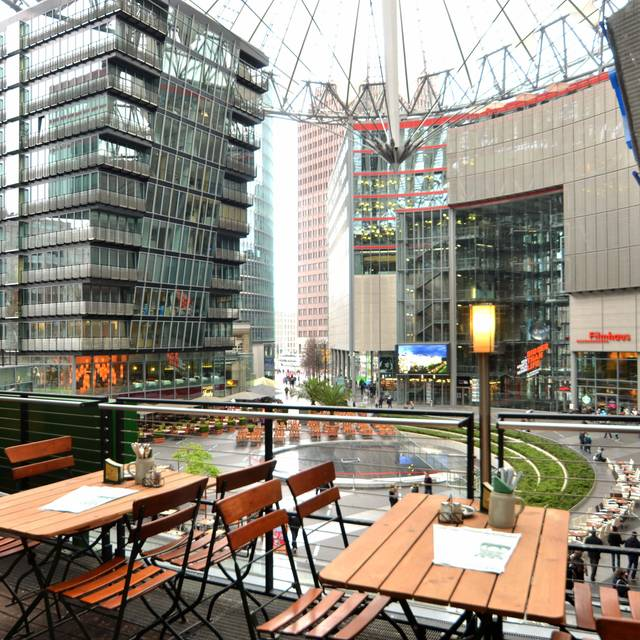 lindenbr u am potsdamer platz restaurant berlin opentable. Black Bedroom Furniture Sets. Home Design Ideas