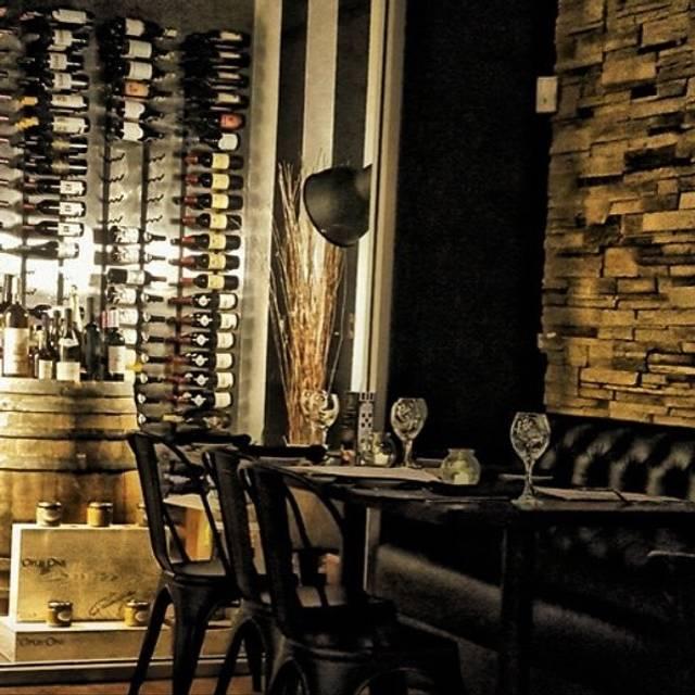 Decor&Wine cellar - Ohlala French Bistro, Las Vegas, NV