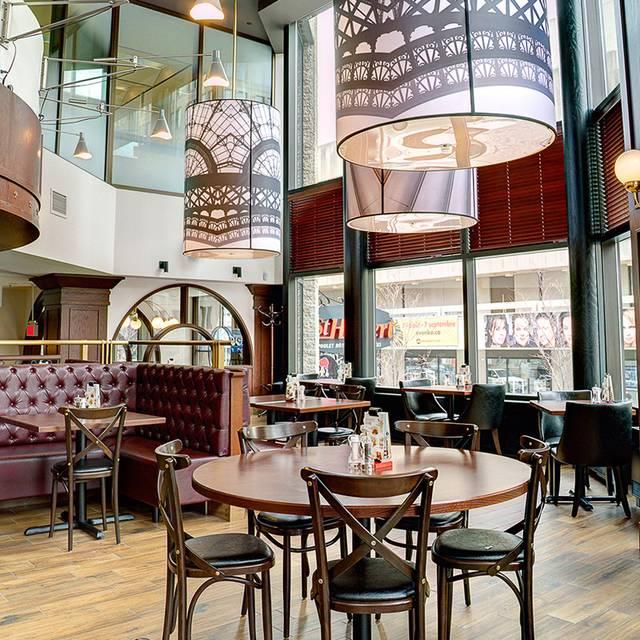 Rotisserie st hubert complexe desjardins restaurant for Salle a manger montreal restaurant