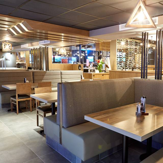 Rotisserie St-Hubert - Brossard, Brossard, QC