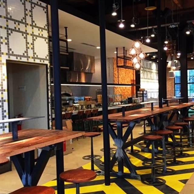 Pie Tap Pizza Work Bar Henderson Ave Dallas Restaurant Info Reviews Photos Kayak