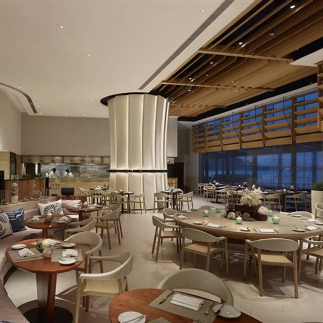 Cafe Bord De Mer Discovery Bay