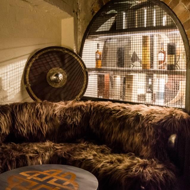 Fur Couch - Mjølner Sydney, Redfern, AU-NSW