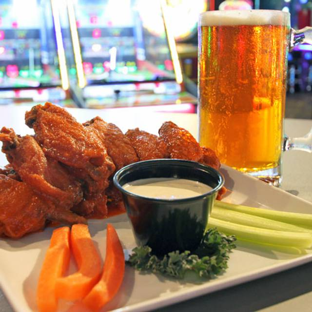 Gametime-buffalo-wings-&-cold-beer - GameTime - Ft Myers, Fort Myers, FL
