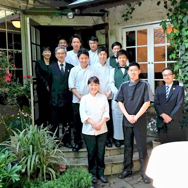 シェ松尾松濤レストラン Staff - シェ松尾 松濤レストラン, 渋谷区, 東京都