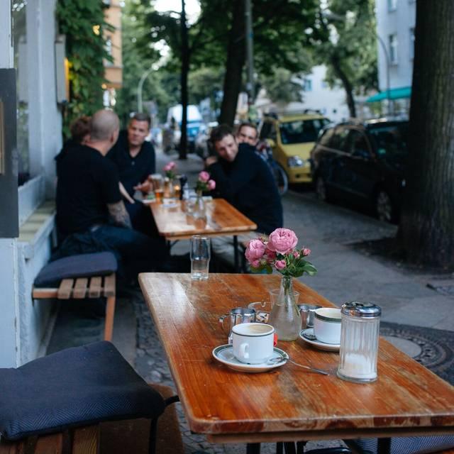 f llerei central berlin central berlin berlin reztoran t rkiye. Black Bedroom Furniture Sets. Home Design Ideas